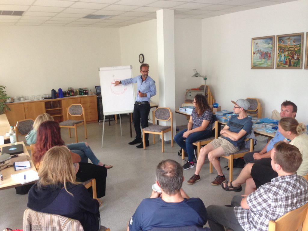Florian Klampfer mit einer Ausbildungsgruppe